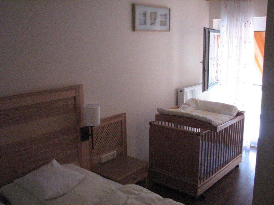 Appartement Exklusiv - Schlafzimmer mit Babybett\