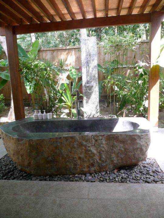 """Bild """"Badewanne und Dusche im eigenen Garten"""" zu Hotel An Lam Ninh ..."""
