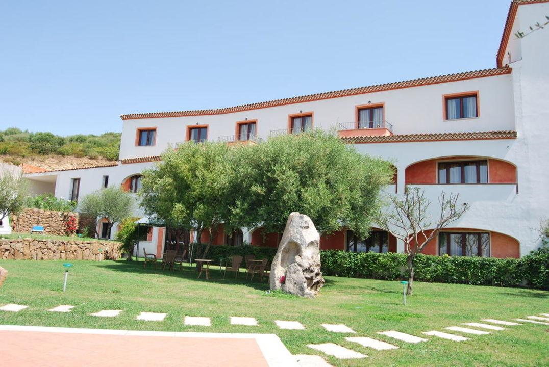 Garten und Blick auf die Zimmer Alessandro Hotel