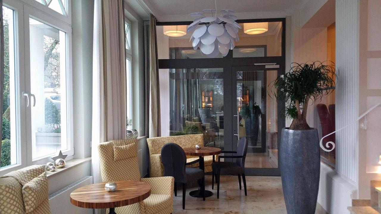 netter aufenthaltsbereich im wintergarten hotel noltmann peters bad rothenfelde. Black Bedroom Furniture Sets. Home Design Ideas