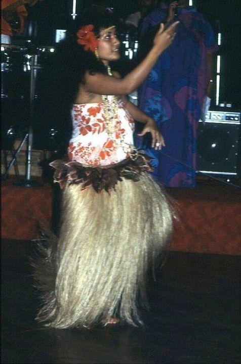 Die Hula-Tänzerin in Aktion Hotel Naviti Resort