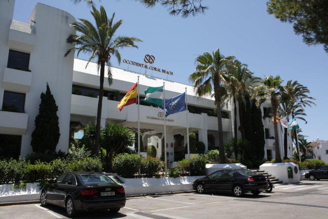 Haupteingang des Hotels Iberostar Marbella Coral Beach