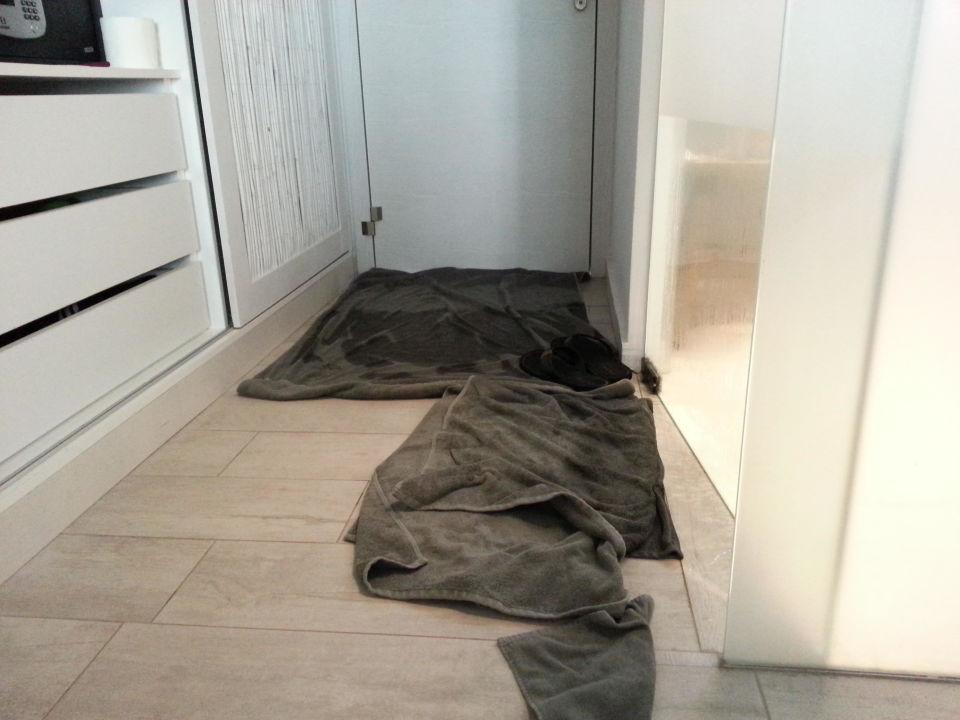 wasser l uft aus dusche in den wohnbereich casa cook rhodes adults only kolymbia. Black Bedroom Furniture Sets. Home Design Ideas