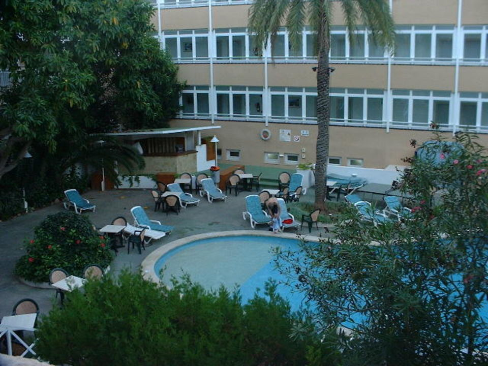 Hotel Hispania - Pool-Anlage mit kleiner Poolbar Hotel Hispania