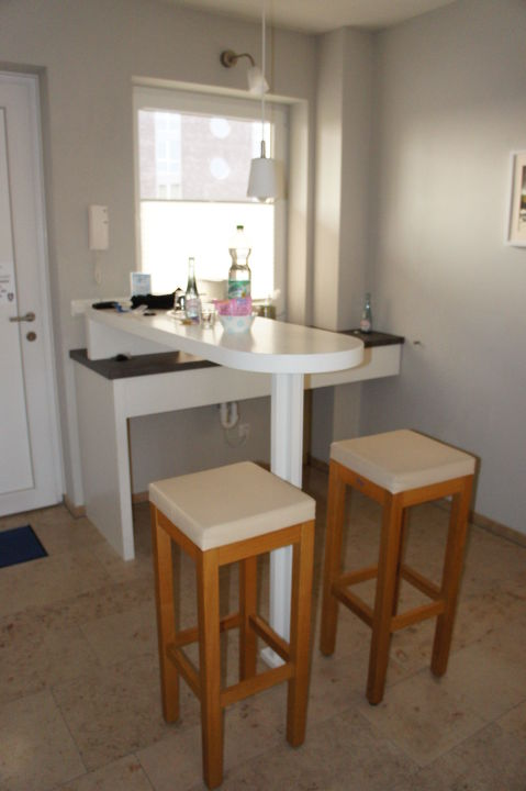 k che stehtisch und sp lbereich im jaich boardinghouse bremerhaven bremerhaven. Black Bedroom Furniture Sets. Home Design Ideas