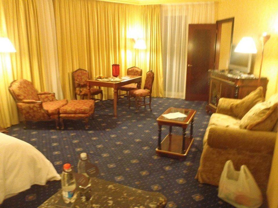 """Bild """"Schlafzimmer mit Durchgang Wohnzimmer"""" zu Hilton Giardini Naxos in Giardini Naxos"""