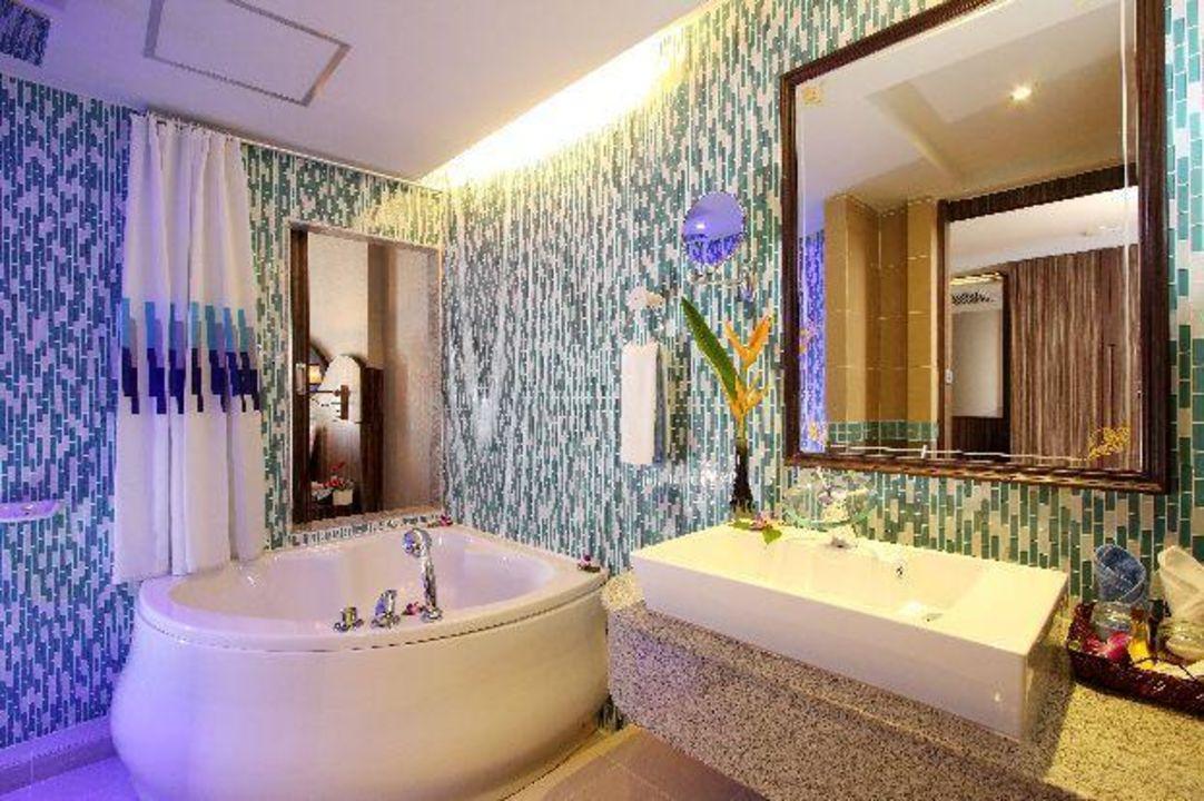 Deluxe jacuzzi bathroom Hotel Blue Ocean Resort
