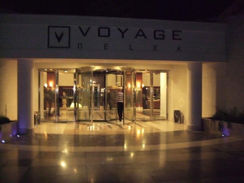 Eingang Haupthaus im Dunkeln Voyage Belek Golf & Spa