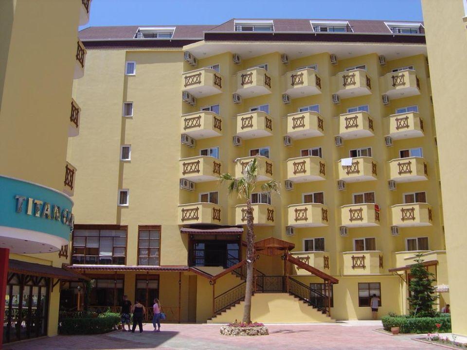 Blick auf das neu eröffnete Gebäude Hotel Titan Garden