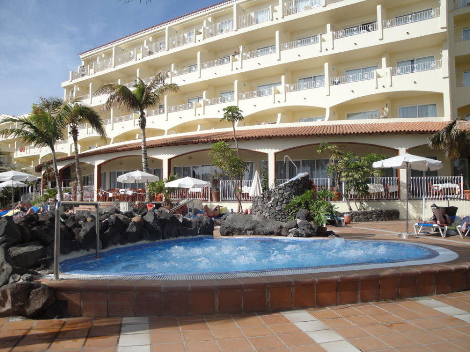 Hotelflügel und Jaguzzi SENTIDO Buganvilla Hotel & Spa