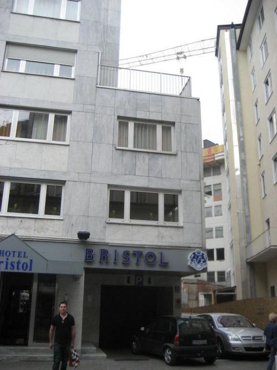 Hinterm Hotel die Baustelle bitte beachten Centro Hotel Mondial