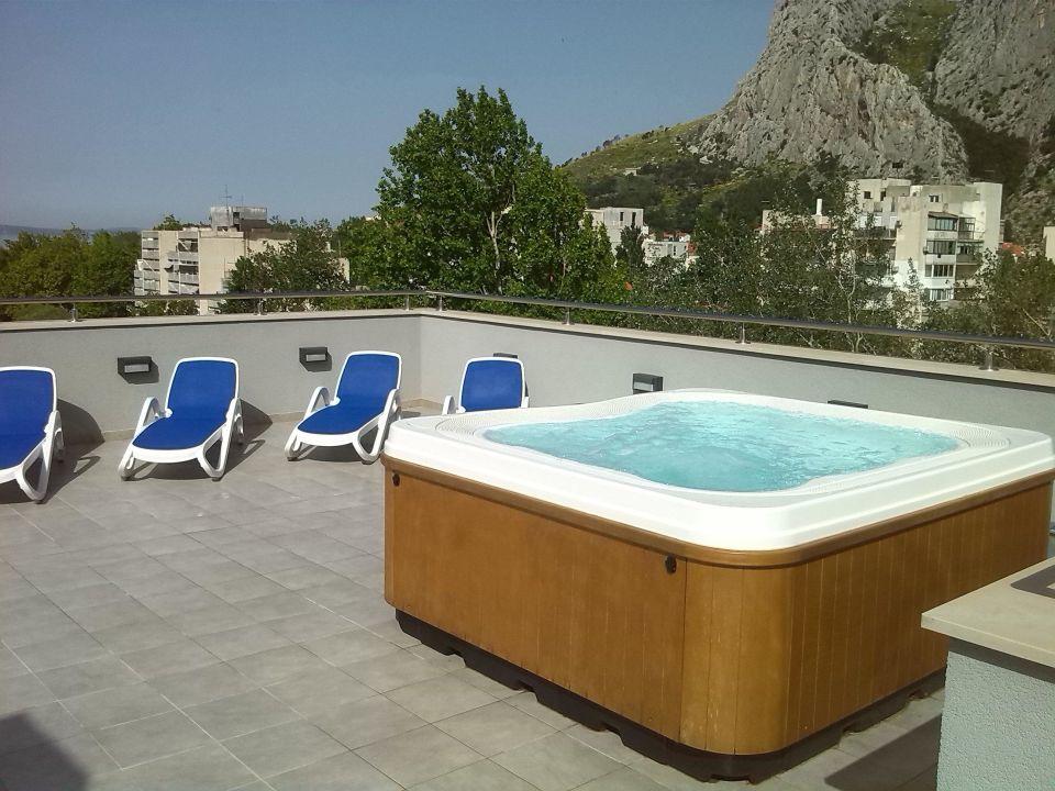 Dachterrasse mit whirlpool und liegen hotel plaza omi holidaycheck dalmatien kroatien - Whirlpool dachterrasse ...