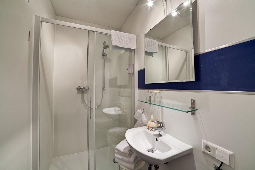 Badezimmer Lörrach | Badezimmer Pensionsieben Das Andere Hotel Lorrach Holidaycheck