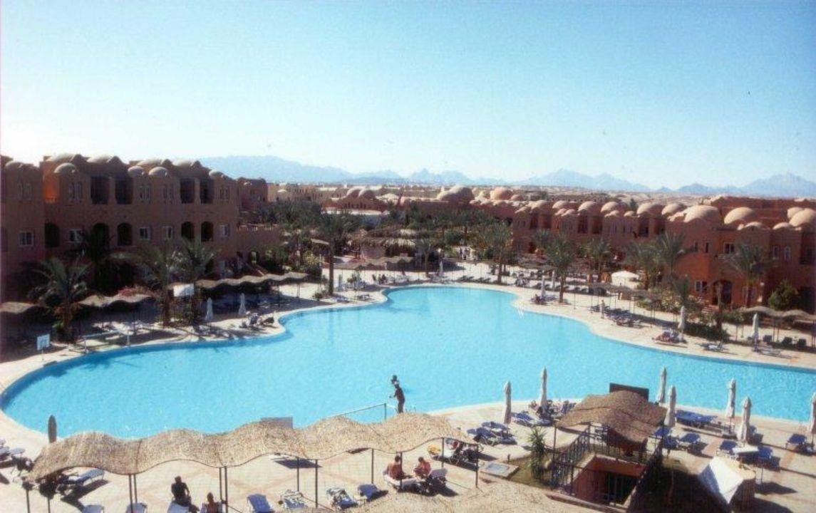 Hotelanlage Richtung Haupteingang/Restaurant Jaz Makadi Oasis Club & Resort