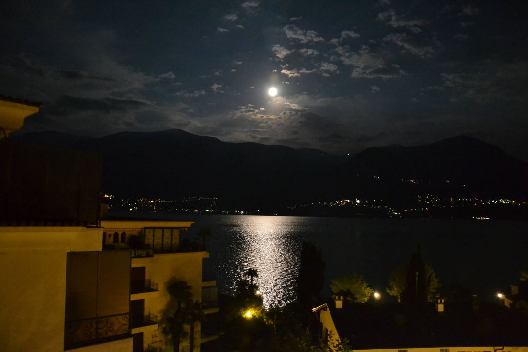 Vollmond über dem Lago Maggiore Sunstar Boutique Hotel Villa Caesar