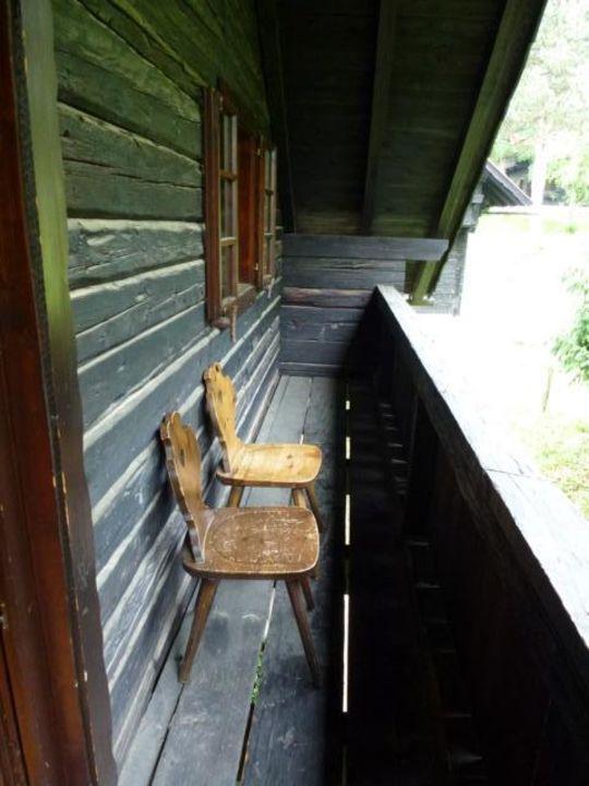 schmaler sp rlich m blierter balkon naturel hoteldorf sch nleitn in oberaichwald. Black Bedroom Furniture Sets. Home Design Ideas