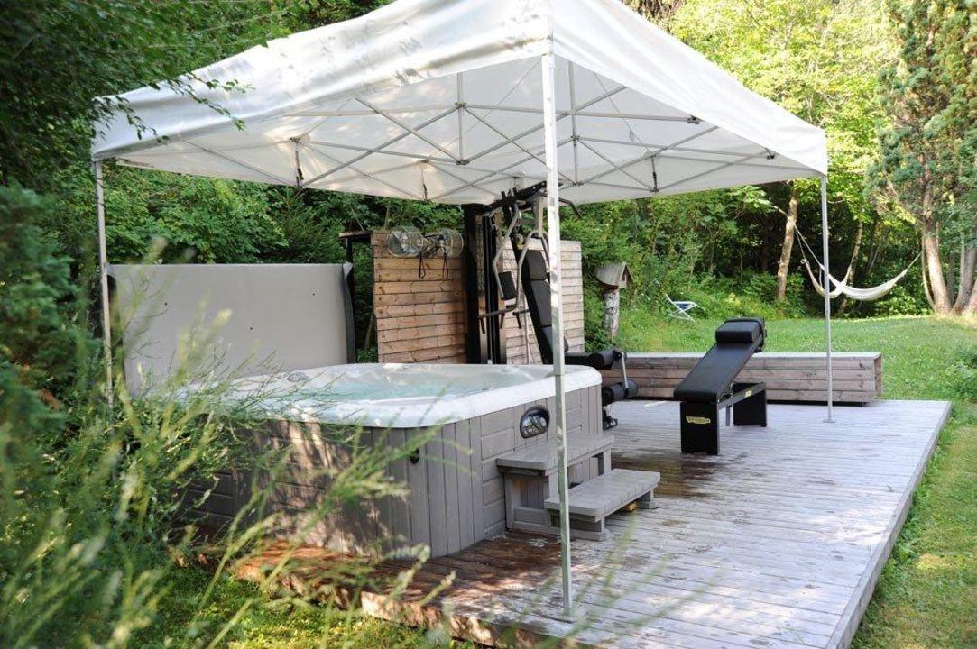 hot spring whirlpool im freien landhotel latscherhof in. Black Bedroom Furniture Sets. Home Design Ideas