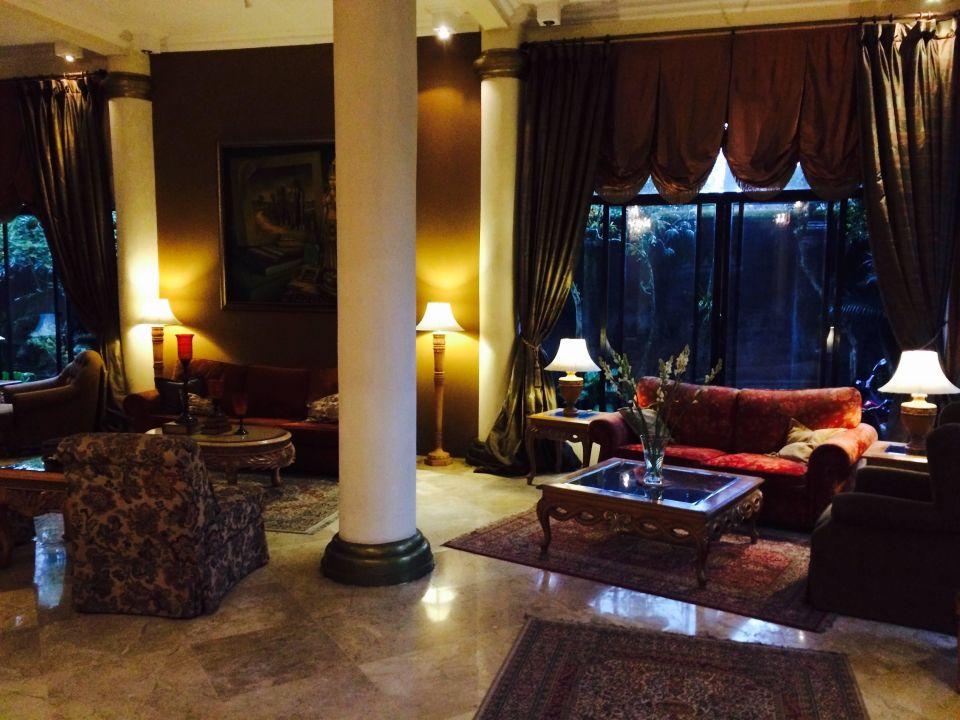 Relax in the lobby Hotel Saraswati Borobudur