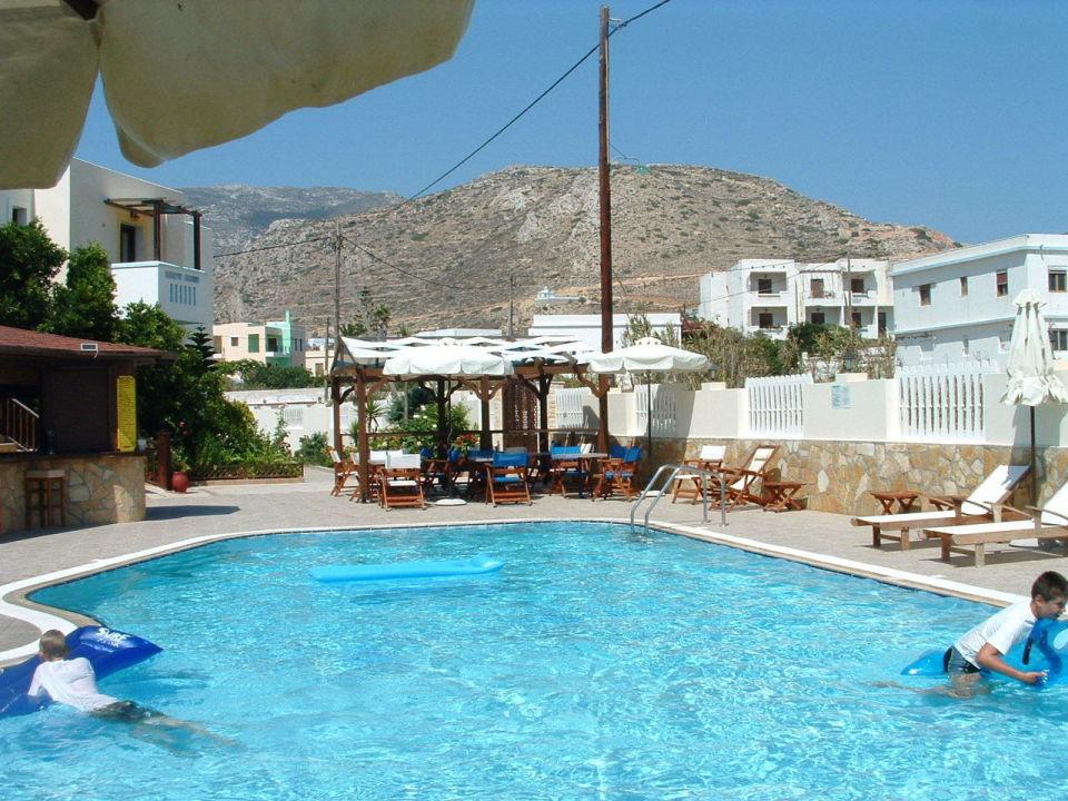 bild ausblick vom balkon auf pool zu hotel arkasa bay in. Black Bedroom Furniture Sets. Home Design Ideas
