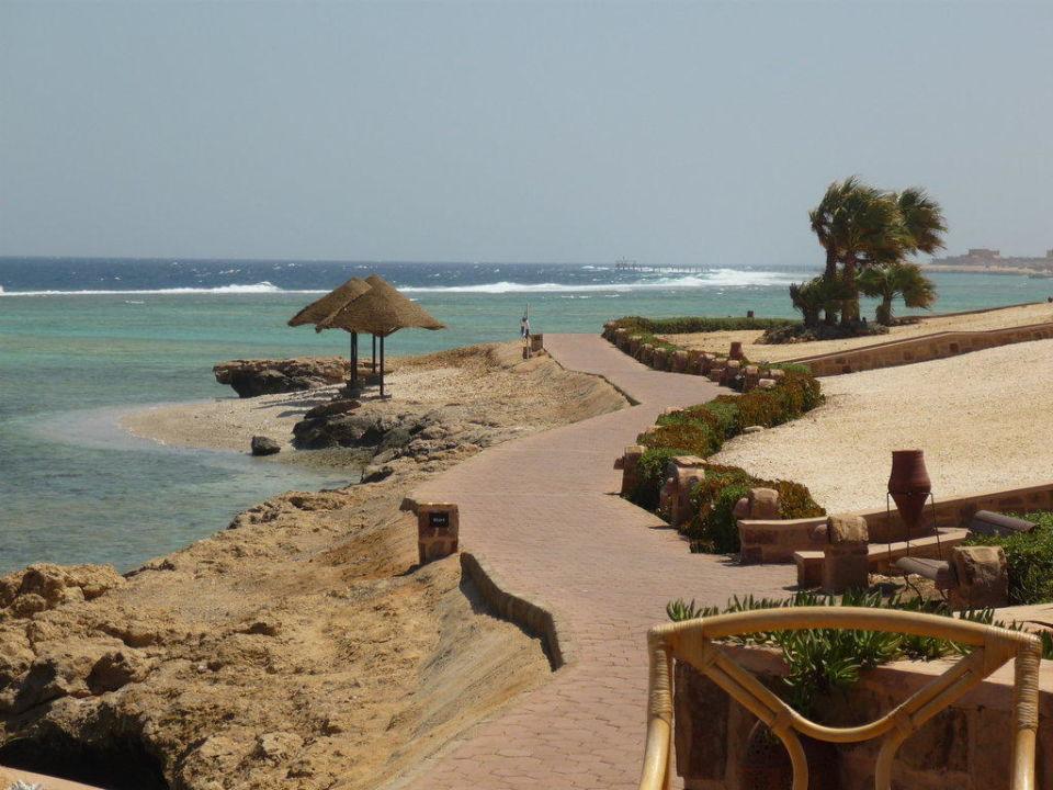 Joggingpfad mit Ausblick Mövenpick Resort El Quseir