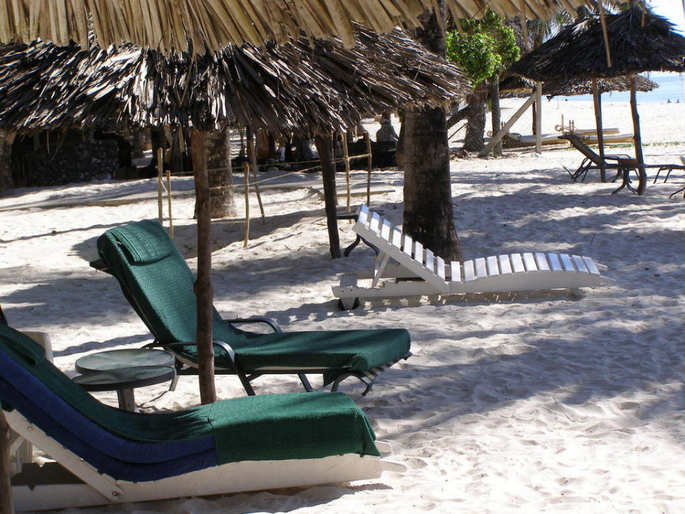 Liegen auf dem Strandabschnitts des Clubs Leisure Lodge Beach & Golf Resort