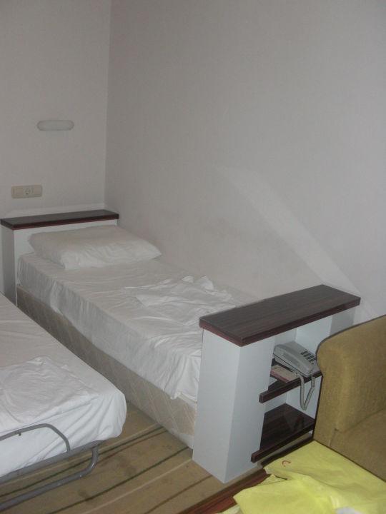 betten f r die 2 kinder hotel defne star side. Black Bedroom Furniture Sets. Home Design Ideas