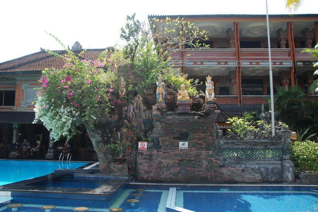 Большой басейн Hotel Wina Holiday Villa