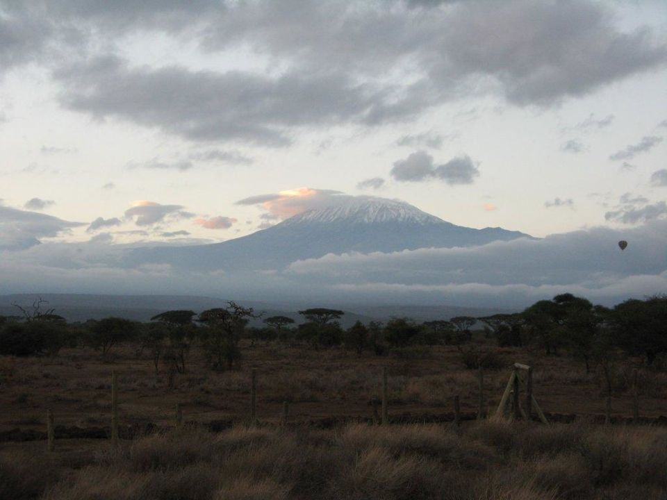 Blick vom Aussichtspunkt auf den Kilimanjaro Hotel Sentrim Lodge