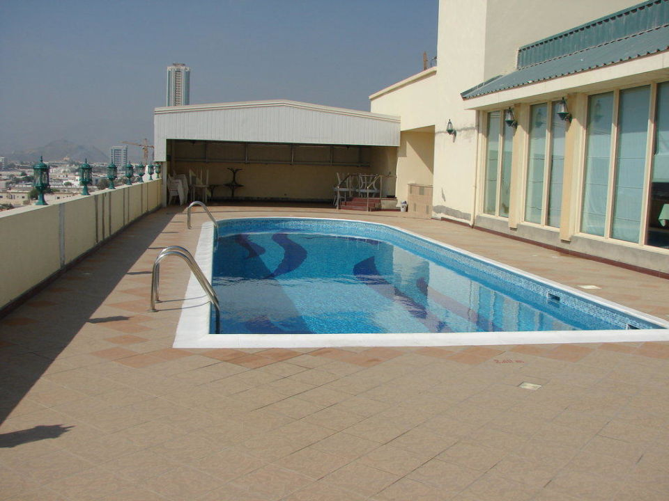 pool auf der dachterrasse emirates springs apartments fujairah holidaycheck fujairah. Black Bedroom Furniture Sets. Home Design Ideas