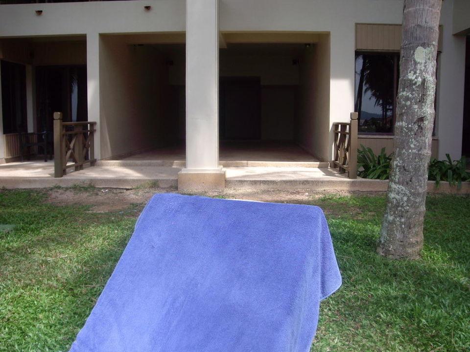 Weg von Liegewiese ins Hotel Hotel Laguna Beach  (geschlossen)