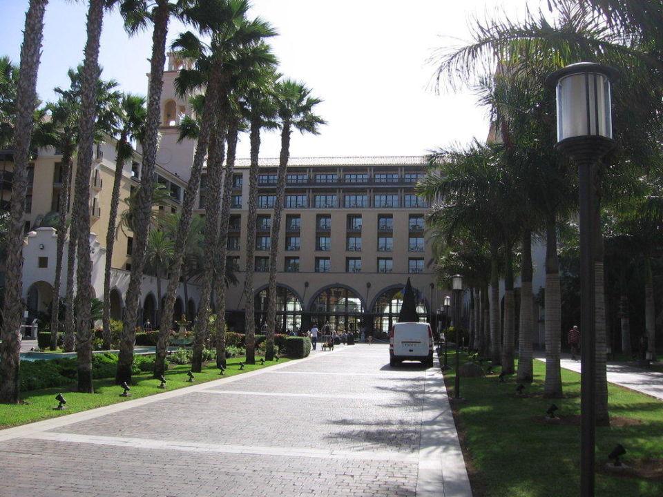 Einfahrt zum Hotel Lopesan Costa Meloneras Resort, Spa & Casino