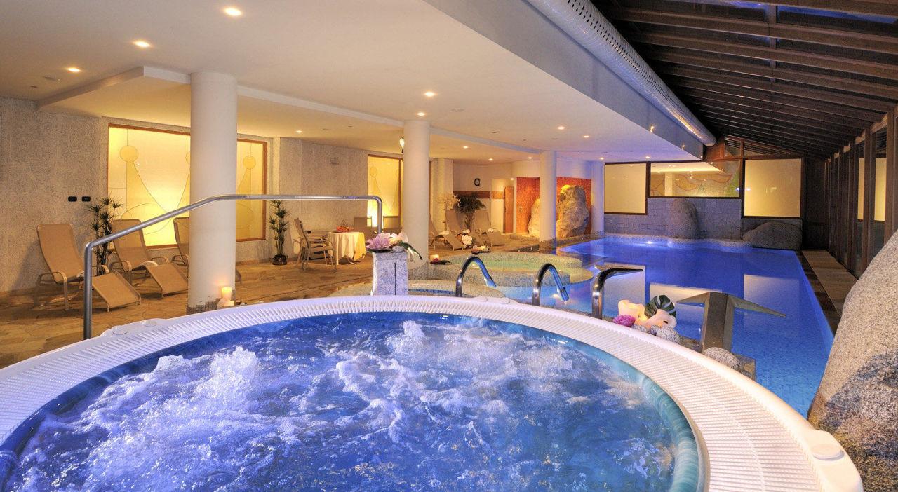Uno degli idromassaggi Hotel Carlo Magno Zeledria