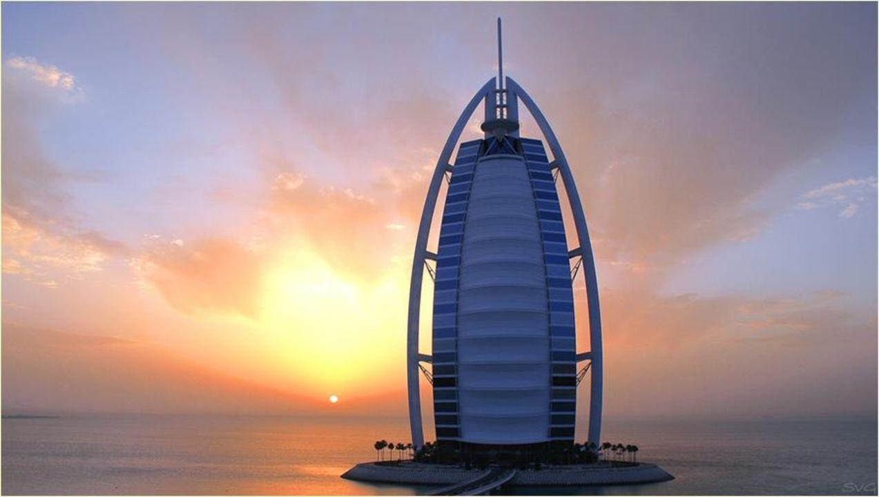 Sonnenuntergang vom Wadi Park aus Hotel Burj Al Arab