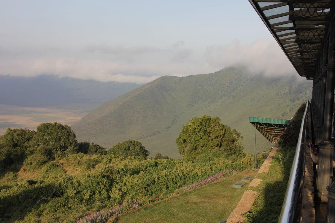 Blick von der Aussenterrasse Hotel Ngorongoro Wildlife Lodge
