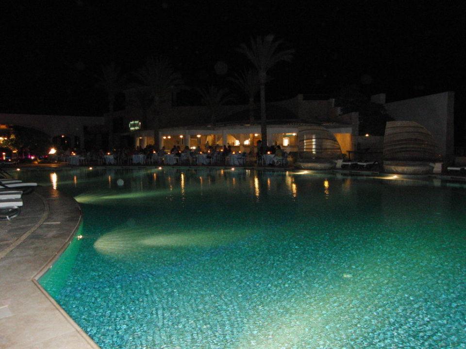 Mainpool mit Blick zum Kebabgi Hotel Reef Oasis Blue Bay