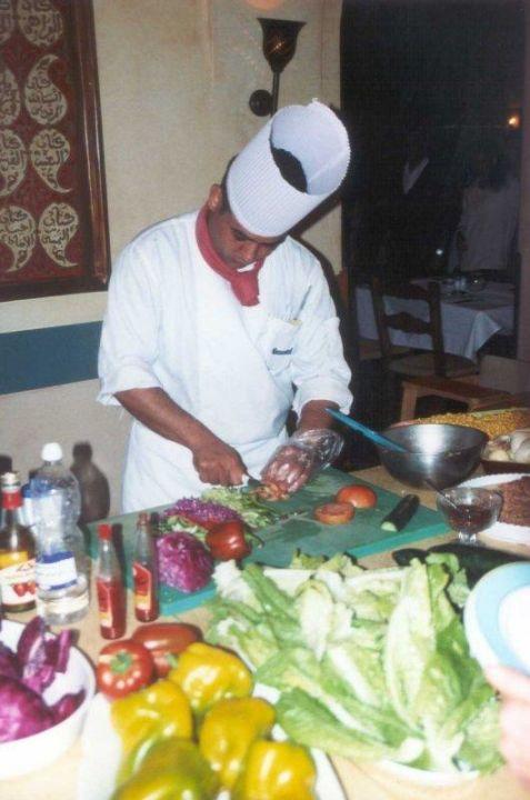 Ein Salat nach Wunsch gefällig? Zubereitung auf persönlichen Jaz Makadi Oasis Club & Resort