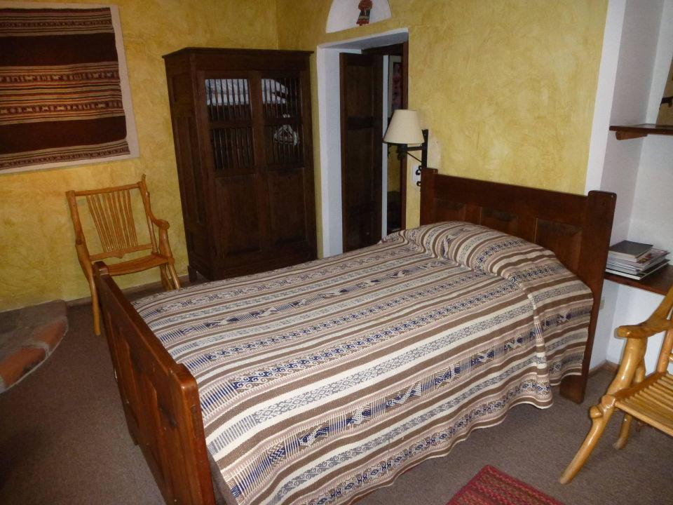 bild gro e betten zu hotel hacienda cusin in otavalo. Black Bedroom Furniture Sets. Home Design Ideas