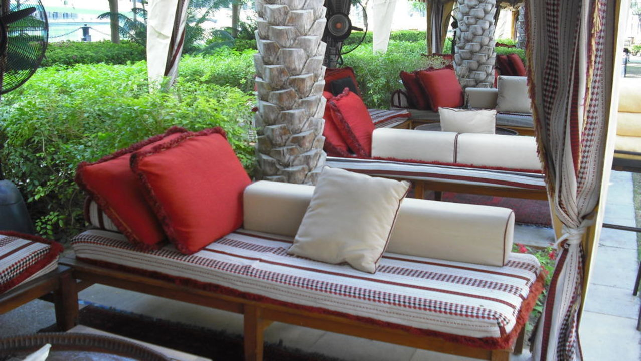 "cabana sitzecke"" the palace downtown dubai hotel (dubai"