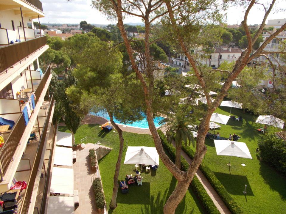 Bild blick aus dem 4 stock auf garten und pool zu hotel for Garten pool 4m durchmesser
