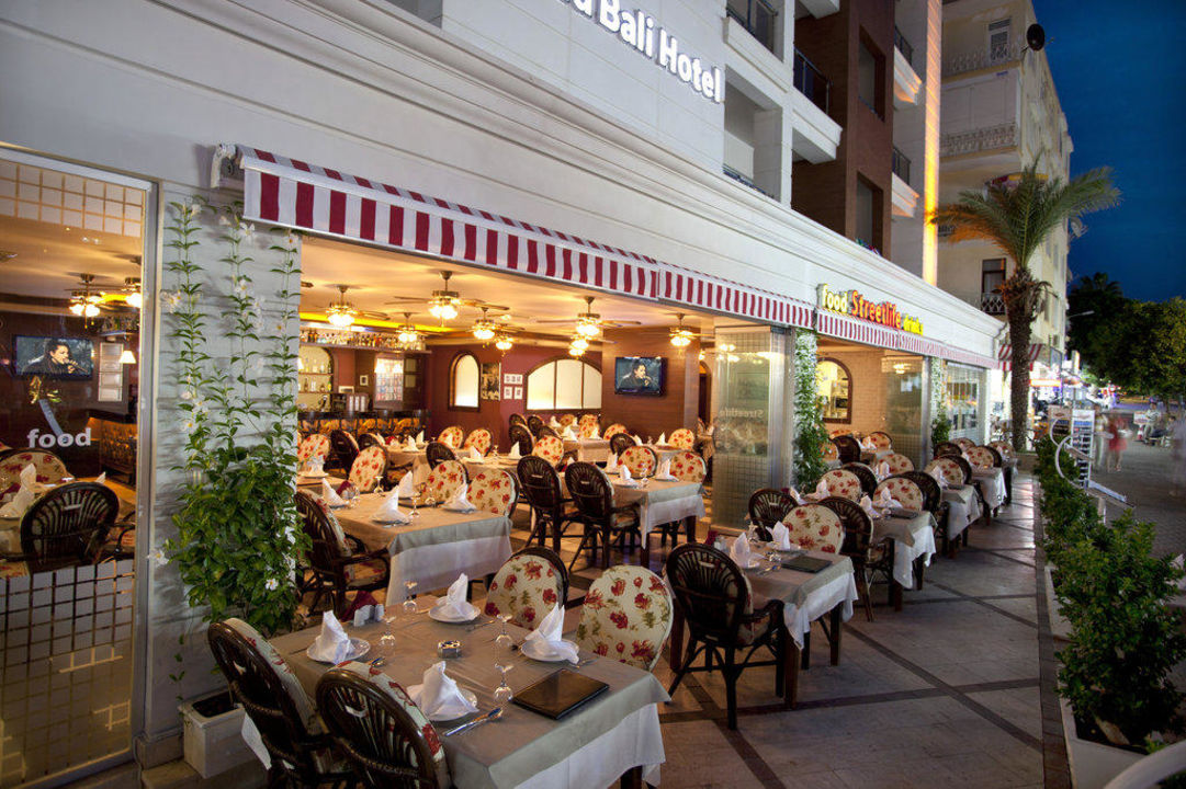 Street Life Restaurant Xperia Grand Bali Hotel