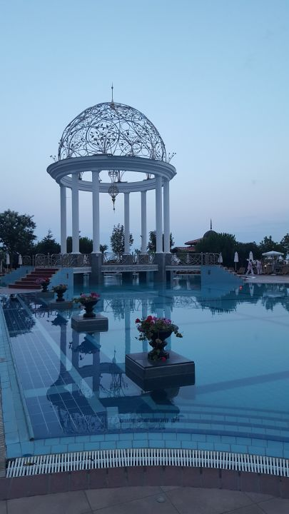 Pool Helena Resort