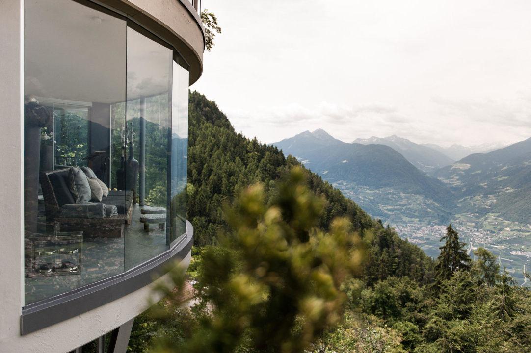 Aussichtsplattform mit blick auf meran und berge for Meran boutique hotel