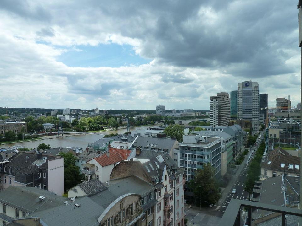 Bild Blick Vom Balkon Zu Adina Apartment Hotel Frankfurt