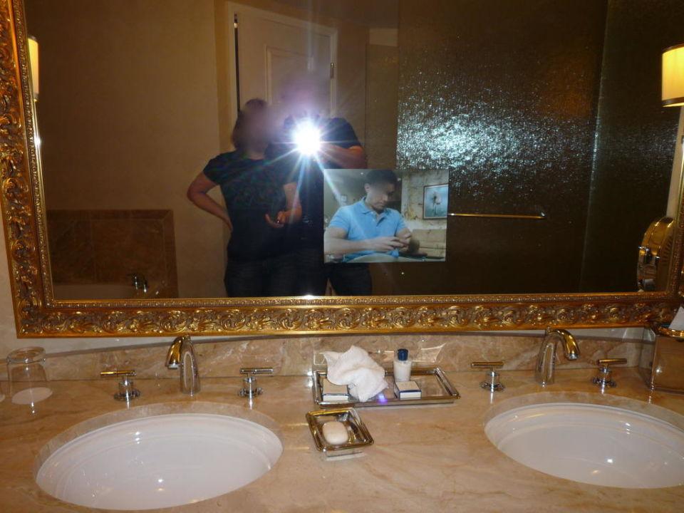 Badezimmerspiegel mit TV\