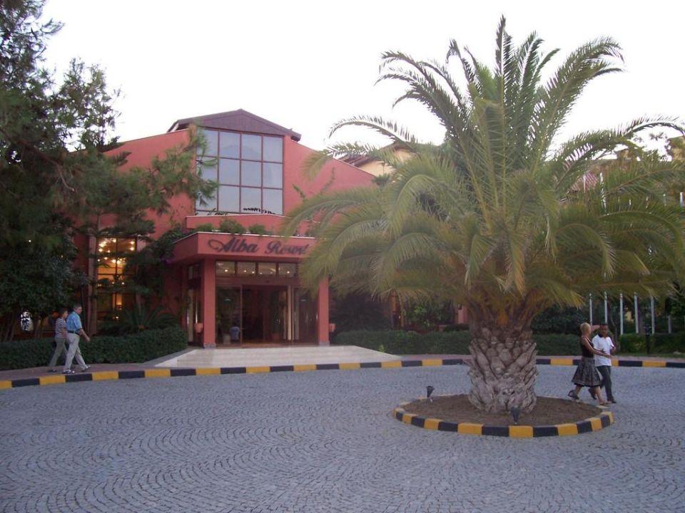 Hoteleingang Hotel Alba Resort