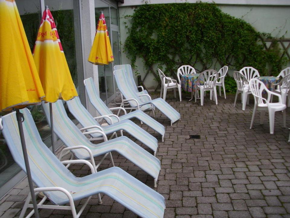 bild au enbereich von sauna und pool zu hotel alpenhof. Black Bedroom Furniture Sets. Home Design Ideas