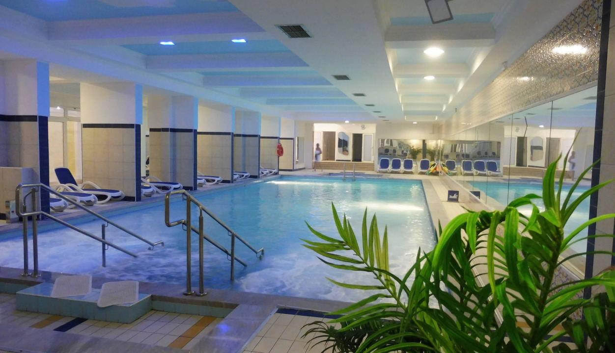 Gepflegtes Schwimmbad Maslinica Hotels & Resorts