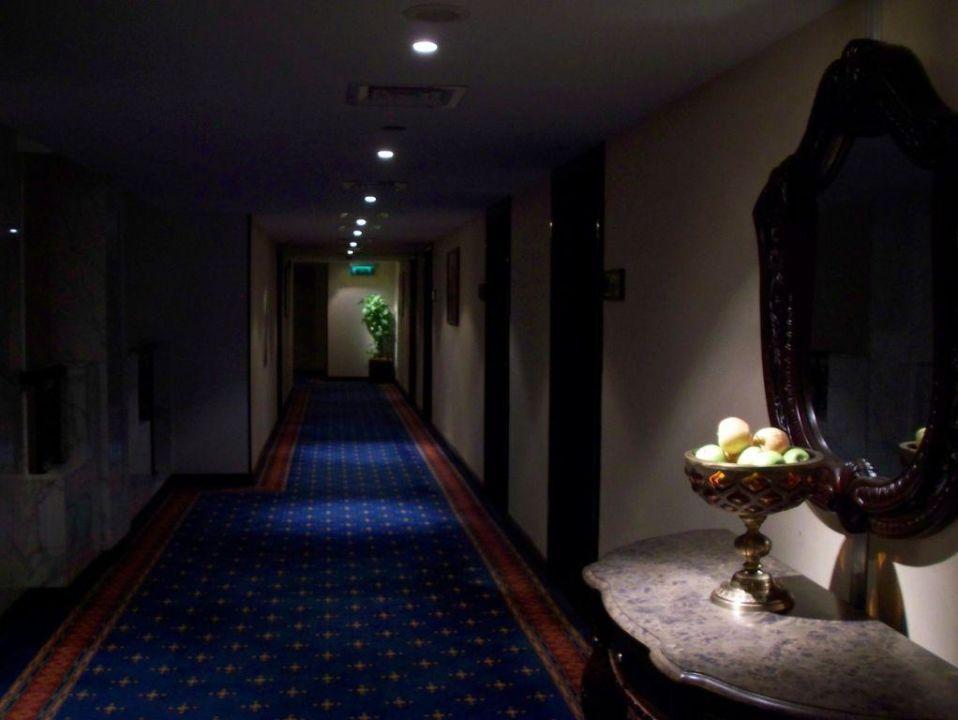 Einer der Executive-Flure Arabian Courtyard Hotel & Spa