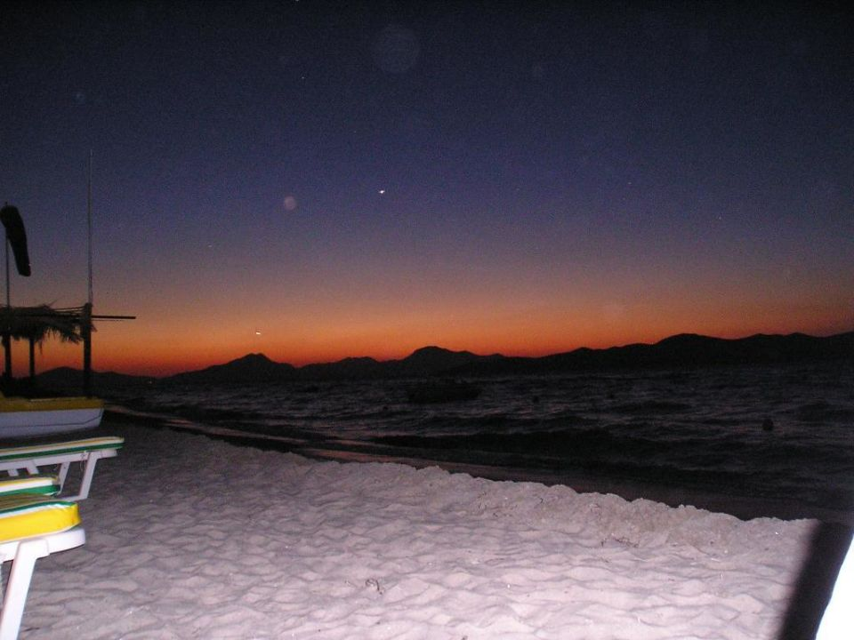 Kurz nach Sonnenuntergang am Strand von Tigaki K ilios Hotel & Farming