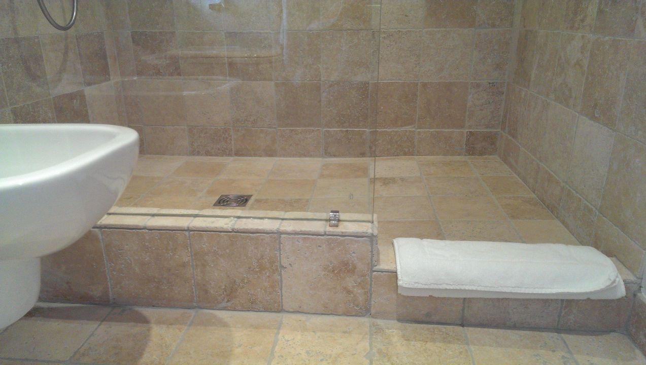begehbare dusche b b la maison saint jean boulbon. Black Bedroom Furniture Sets. Home Design Ideas